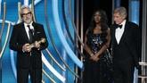 Sutradara asal Meksiko, Alfonso Cuaron mendapatkan dua piala dalam ajang Golden Globe Awards 2019 berkat 'Roma' yang membawa pulang Best Foreign Language, dan kategori Best Director. (Paul Drinkwater/NBC Universal/Handout via REUTERS)