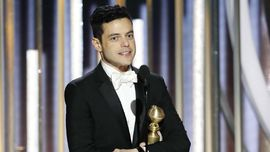 Ciuman Kemenangan Rami Malek untuk Kekasih usai Golden Globes