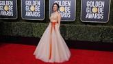 Constance Wu tampil bak putri dengan gaun tulle warna nude panjang dan mengembang dari tulle. Untuk memberikan tambahan 'kehidupan' pada gaunnya, sebuah pita berwarna oranye buatan Vera Wang. (REUTERS/Mike Blake)