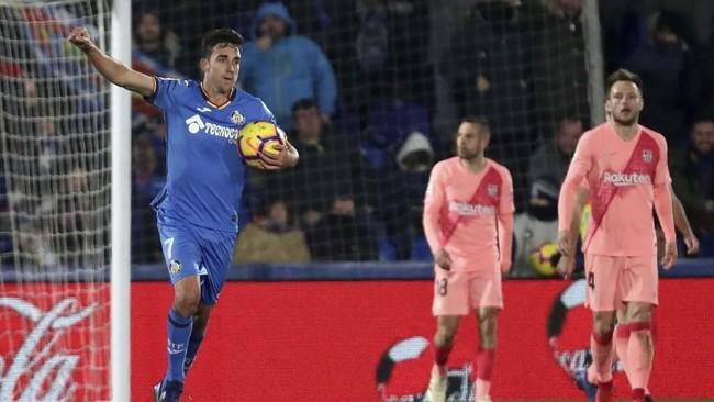 Getafe mampu menutup babak pertama dengan ketinggalan 1-2 setelah Jaime Mata membobol gawang Barcelona pada menit ke-43 memanfaatkan umpan silang Angel Rodriguez. (REUTERS/Sergio Perez)