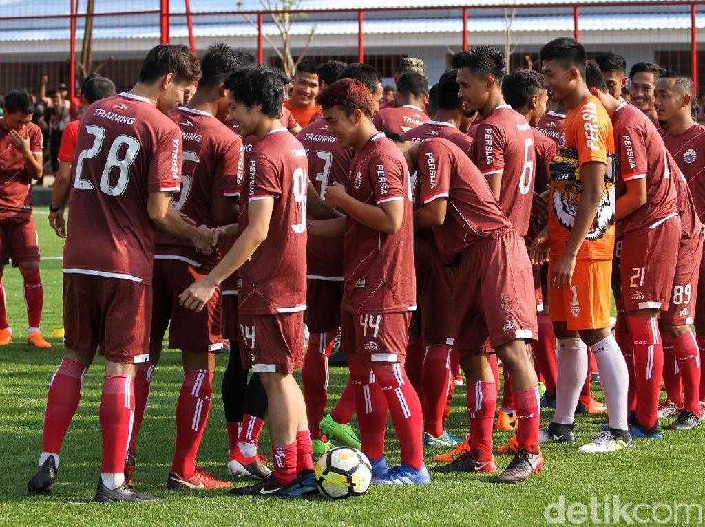 Latihan di lapangan sintentis tersebut juga sekaligus sebagai persiapan adaptasi menghadapi Home United pada laga perdana kualifikasi Liga Champions Asia. Mengingat pertandingan itu akan digelar di Stadion Jalan Besar, Kallang, Singapura, yang menggunakan lapangan rumput sintentis.