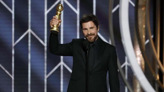Christian Bale memenangkan kategori Best Actor - Motion Picture Musical or Comedy atas aksinya di film 'Vice'.Ia mengalahkan Lin-Manuel Miranda (Mary Poppins Returns), Viggo Mortensen (Green Book), Robert Redford (The Old Man & the Gun) dan John C. Reilly (Stan & Ollie). (Paul Drinkwater/NBC Universal/Handout via REUTERS)