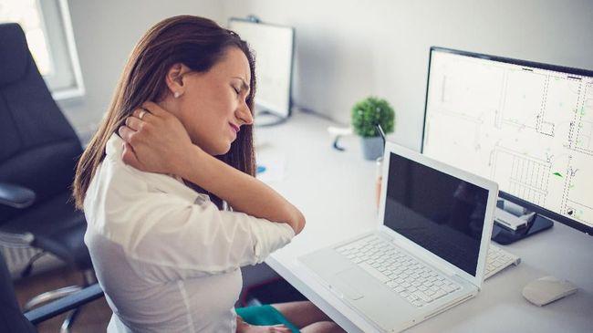 9 Cara Perbaiki Postur untuk 'Mengobati' Sakit Punggung