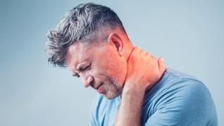 6 Cara Atasi Leher Sakit dan Kaku