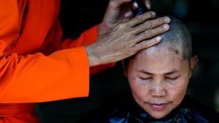 FOTO: Mendobrak Tradisi Jadi Biksu Wanita di Thailand