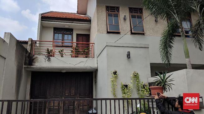 Polisi Berpakaian Preman Jaga Rumah Pimpinan KPK 24 Jam