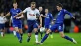 Gol Harry Kane ke gawang Chelsea di Piala Liga Inggris membuat penyerang 25 tahun tersebut mengoleksi 160 gol sekaligus menempati peringkat keempat pencetak gol terbanyak Tottenham. (REUTERS/Eddie Keogh)