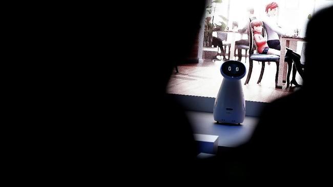 Samsung turut memboyong robot Bot Careuntuk membantu pengguna memonitor kesehatan dan aktivitas sehari-hari. (Justin Sullivan/Getty Images/AFP)