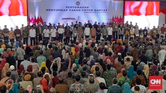 Jokowi Bagikan 3.023 Sertifikat Tanah Gratis ke Warga Jakbar