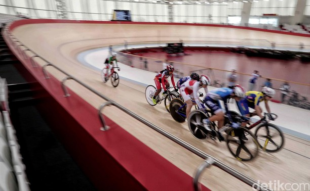 Melihat Atlet Pebalap Sepeda Berpacu di Asian Track Championship