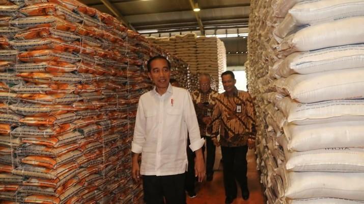 Sidak Beras, Jokowi  Senang Stok Beras 2,1 Juta Masih Aman