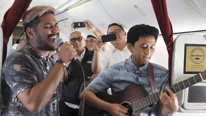Sensasi Konser Mini Akustik di Ketinggian 35 ribu Kaki
