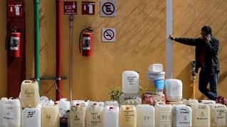 FOTO: Antrean Mengular Karena BBM Langka di Meksiko