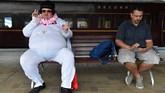 Populasi kota kecil bernama Parkes itu sontak jadi berkali lipat dengan membanjirnya para 'Elvis Presley'. Tahun ini, disebutkan festival diikuti oleh 26 ribu orang. (AAP Image/Mick Tsikas/via REUTERS)