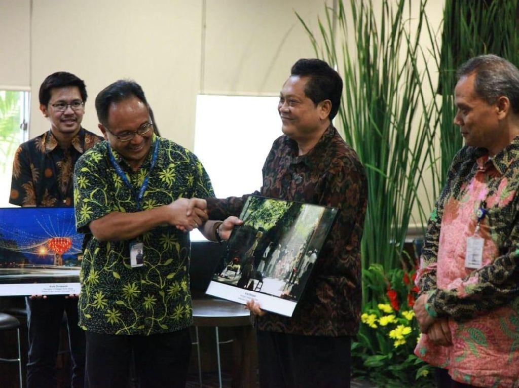 Ibu kota Provinsi Bali yang dipimpin Walikota IB Rai Dharmawijaya Mantra dan Wakil Walikota IGN Jaya Negara ini berhasil menjadi Kota Besar dengan raihan tertinggi Indeks Kota Cerdas Indonesia (IKCI) Tahun 2018 dengan nilai 61,70. Angka tersebut berhasil mengungguli kota besar lainya yakni Kota Surakarta pada posisi kedua dengan nilai 61,03 dan Kota Malang di posisi ketiga dengan nilai 60,23. Foto: dok. Pemkot Denpasar
