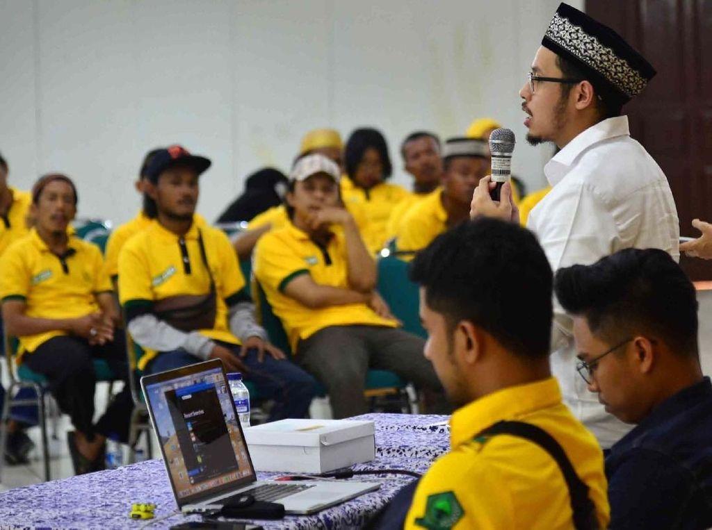 Caleg DPRD DKI Jakarta dari Partai Golkar, Avner Kadriatama memberikan pemaparan dan menyerap aspirasi warga dapilnya di Jakarta Utara. Foto: dok. Avner
