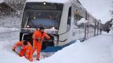 Negara-negara di Eropa juga bersiap menghadapi badai salju Benjamin, yang diperkirakan datang tak lama lagi. (REUTERS/Michael Dalder)
