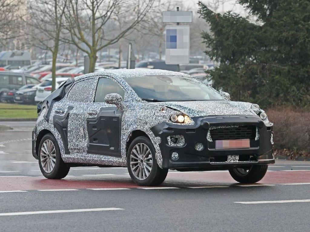 Meski masih dalam bentuk prototipe, Ford Fiesta terlihat lebih bongsor.Foto: Pool (autoevolution)