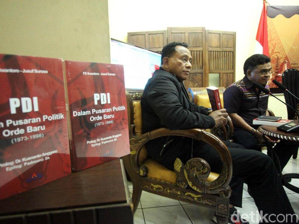 Peluncuran buku itu dihadiri oleh Ketua Bidang Kehormatan Partai DPP PDIP Komarudin Watubun dan Ketua Bidang Pembangunan Manusia dan Kebudayaan PDIP Andreas Hugo Pareira.