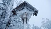 Sejumlah orang yang meninggal dalam badai salju di Eropa sebagian besar lantaran tertimbun longsoran. (REUTERS/Kacper Pempel)