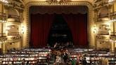 Bangunan itu mulanya adalah gedung teater yang dibuka pada 1919. Baru pada 2000-an itu berubah menjadi toko buku yang punya ribuan koleksi. (REUTERS/Marcos Brindicci)