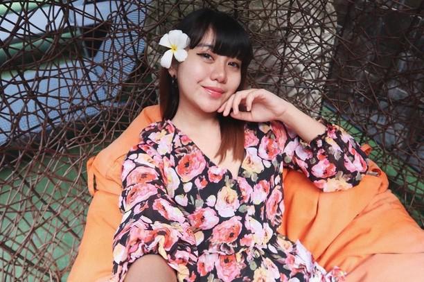 Ghea Indrawari, Penyanyi Imut yang Hobi Pose Seru Bareng Makanan