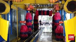 Bantah Anies, Limbah Cuci Mobil Tidak Dibuang ke Selokan