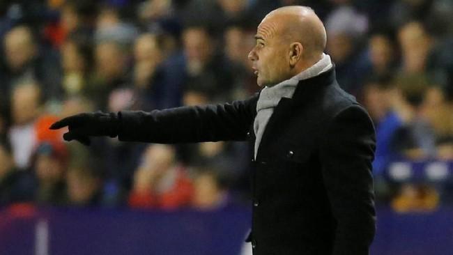 Pelatih Levante Paco Lopez kini harus berpikir keras untuk bisa mengamankan keunggulan 2-1 saat mereka ganti bertindak jadi tim tamu pada leg kedua mendatang. (REUTERS/Heino Kalis)