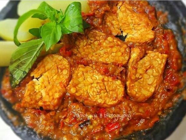 Tempe Penyet Gurih Pedas Ini Enak Dimakan dengan Nasi Hangat