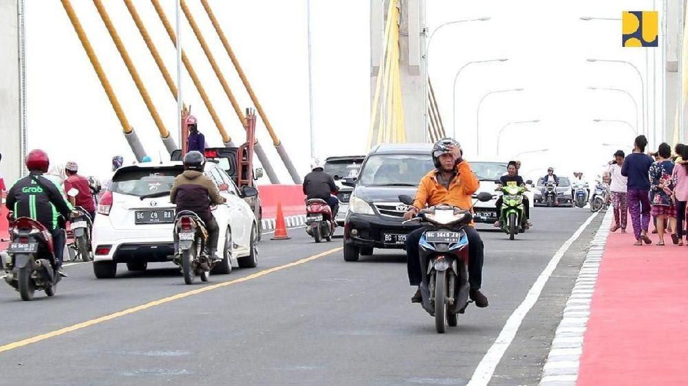 Perencanaan pembangunan Jembatan Musi IV telah dilakukan sejak tahun 2010. Pembangunan menggunakan dana APBN dari Surat Berharga Syariah Negara (SBSN) dengan total dana Rp 553,57 miliar. Konstruksi dikerjakan oleh PT Adhi Karya. (Dok Kementerian PUPR)