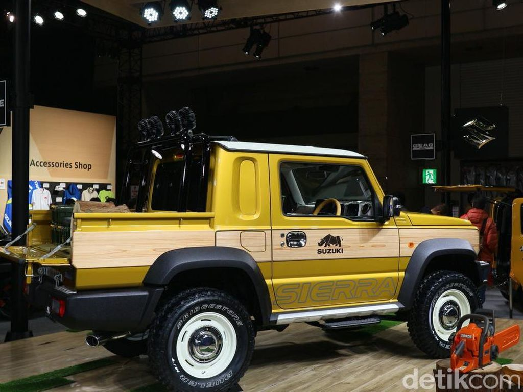 Sementara bagian depan Jimny pikap mirip dengan Toyota Land Cruiser. Ban yang diusung Jimny pikap juga berukuran lebih besar. Foto: Dina Rayanti/detikOto