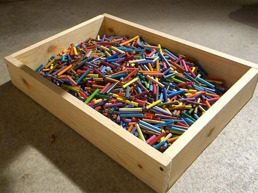 Pensil yang sudah dipotong dikumpulkan dalam satu wadah. Istimewa/Boredpanda.