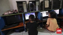 Awas Corona, Satpol PP Bandung Bubarkan Arena Game Online