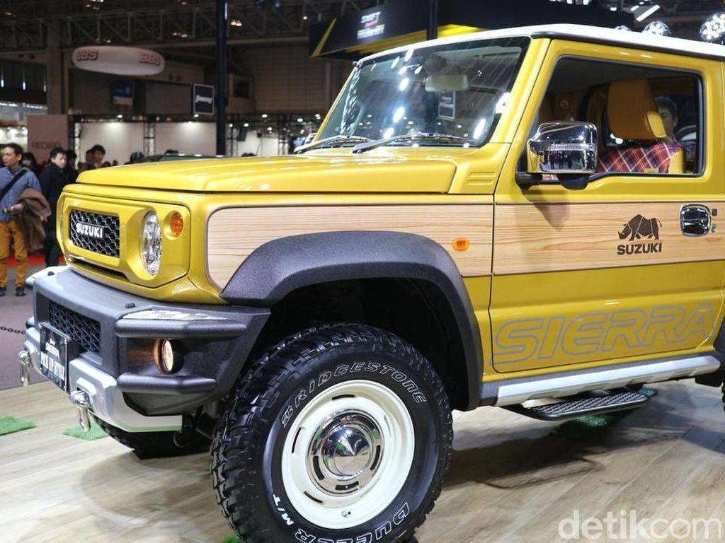 Jimny Sierra Pick up Style tampil dengan warna ngejreng yakni kuning. Foto: Dina Rayanti/detikOto