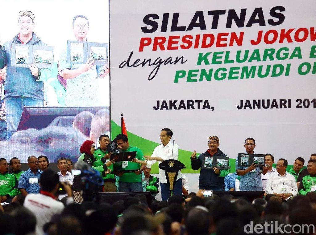 Jokowi mengatakan, pengemudi taksi ataupun ojek online merupakan pekerjaan mulia. Para driver itu menurutnya berani keluar dari zona nyaman.