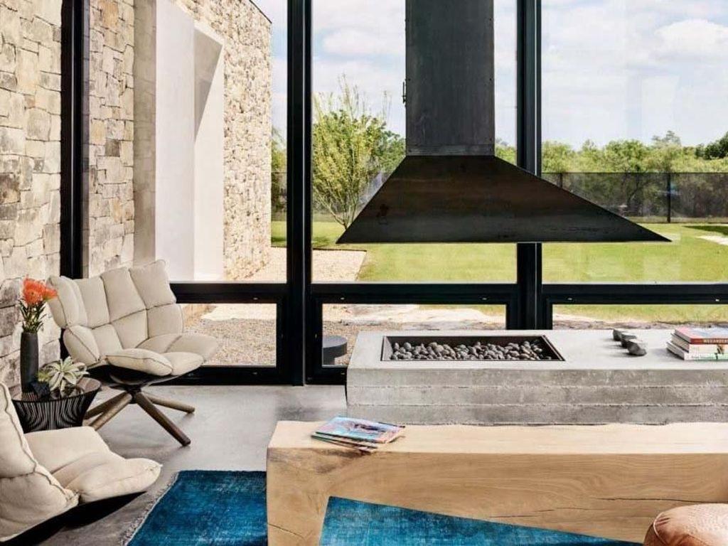 Untuk mempercantik ruangan, Michael Hsu juga memberikan furnitur modern untuk menciptakan kesan cozy. Casey Dunn/Inhabitat.com.