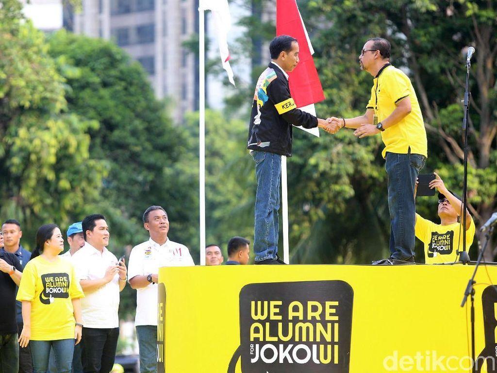 Sebelumnya, Ketua Umum Relawan Projo Budi Arie Setiadi mengatakan deklarasi tidak hanya dihadiri alumni UI. Alumni UGM hingga ITB juga turut hadir.