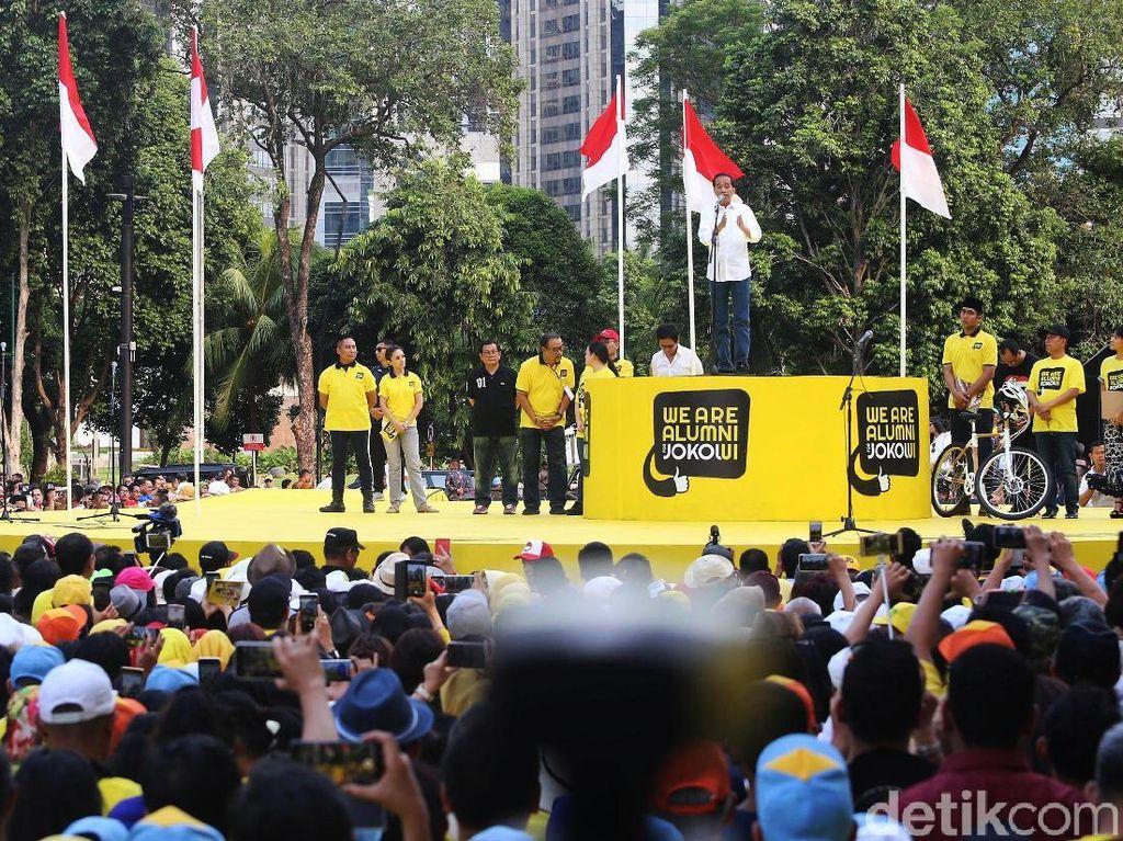 Jokowi menyampaikan pidato berapi-api.