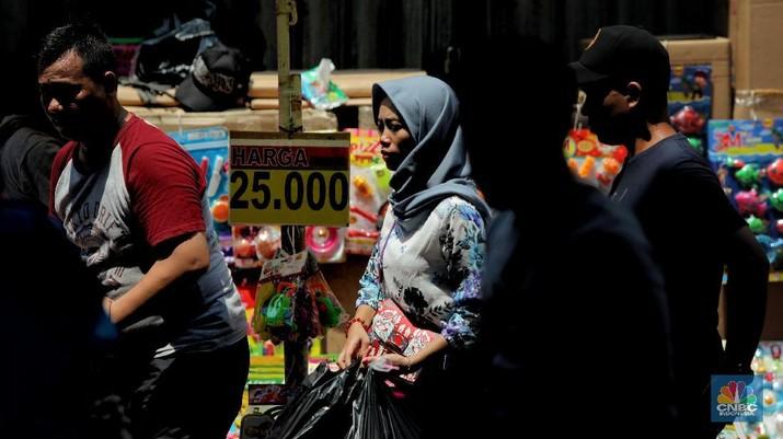 Menyimak Hiruk Pikuk Pedagang di Pasar Asemka