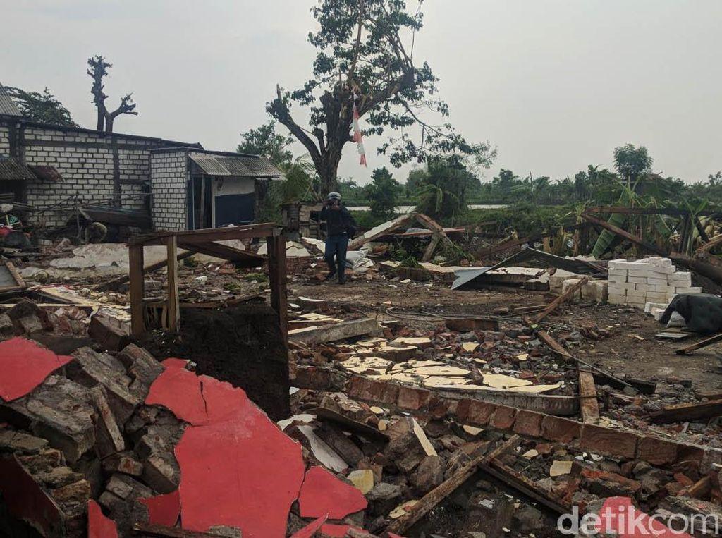 Puluhan rumah mengalami kerusakan.