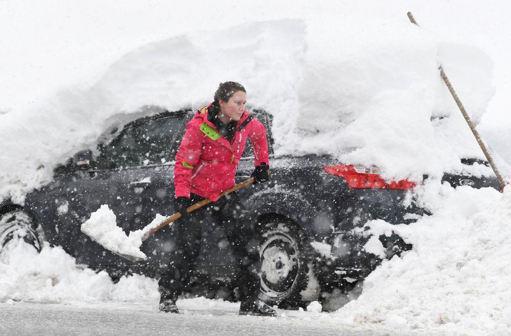 Cuaca ekstrem melanda wilayah Eropa membuat sejumlah kawasan tertimbun salju.
