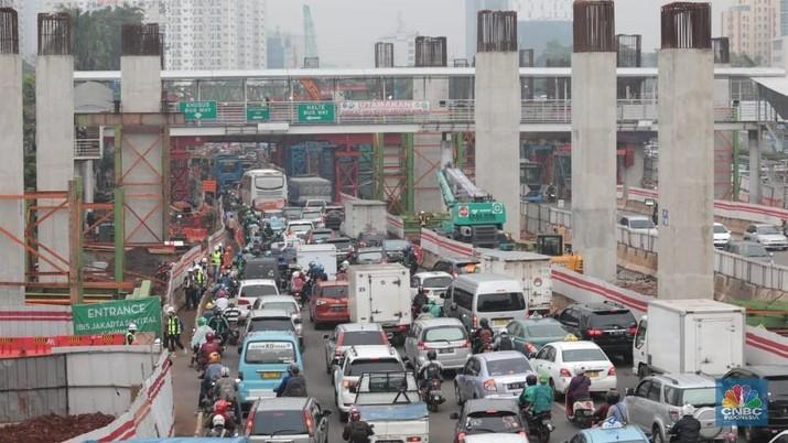 Hujan Kritikan, Progres LRT Tahap I Sudah 56,1%