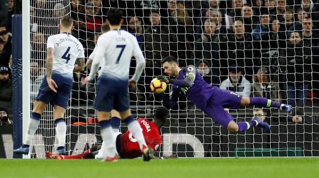 Manchester United bukannya tanpa peluang di babak kedua. Tapi, penampilan apik kiper Hugo Lloris juga membuat Man United gagal mencetak gol kedua ke gawang Tottenham. (Reuters/John Sibley)