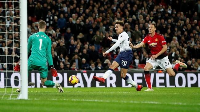 David De Gea tercatat melakukan 11 penyelamatan saat Man United melawan Tottenham, dengan tiga di antaranya memblok tendangan menggunakan kaki. (Reuters/John Sibley)