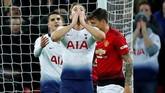 Hingga akhir babak kedua penampilan apik David De Gea dan permainan bertahan Man United membuat para pemain Tottenham frustrasi. Skor 1-0 untuk Man United bertahan hingga akhir laga. (REUTERS/Eddie Keogh)