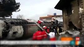 Video: Pesawat Kargo Jatuh Di Iran Tengah, Belasan Tewas