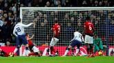 Manajer Tottenham Mauricio Pochettino memasukkan Fernando Llorente di babak kedua. Tapi, penyerang asal Spanyol itu juga gagal melakukan membobol gawang David De Gea. (REUTERS/Eddie Keogh)