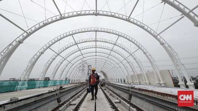 Salah satu kendala pembangunan LRT Jabodebek ialah pembebasan lahan untuk pembangunan depo LRT yang berlokasi di Bekasi Timur seluas 12 hektar (ha). (CNNIndonesia/Safir Makki).