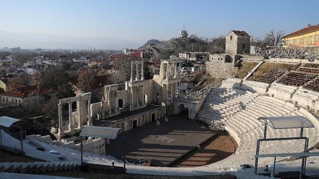 Kota ini pertama kali diduduki oleh kaum Thracia, sebelum direbut oleh Philip II dari Makedonia, ayah dari Alexander Agung. (REUTERS/Stoyan Nenov)