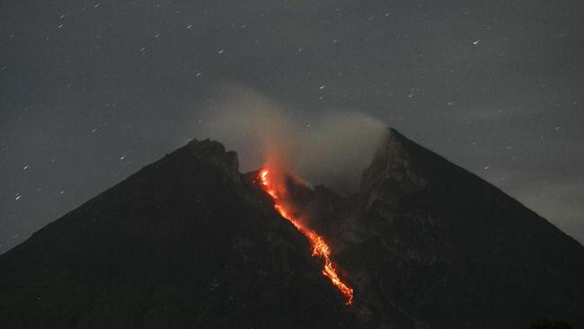 Merapi Muntahkan Lava Sejauh 500 Meter ke Arah Kali Gendol